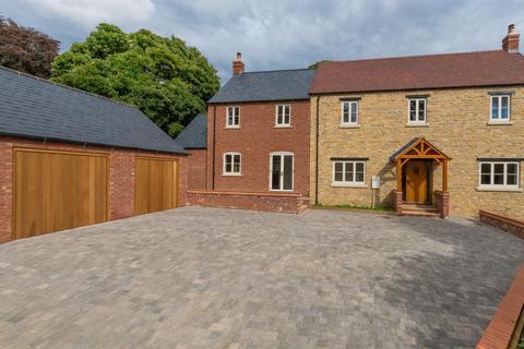 4 bedroom detached house for sale - Earls Farm Way, Towcester