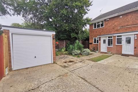 2 bedroom semi-detached house for sale - Charmfield Road, Aylesbury