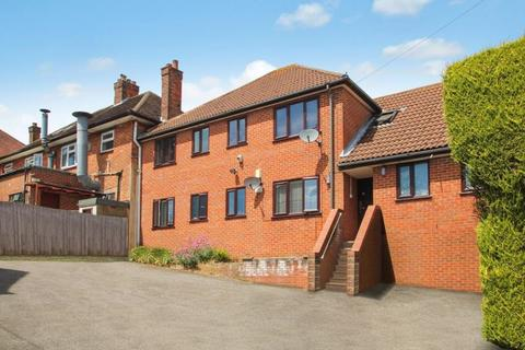 1 bedroom apartment to rent - Chiltern Avenue, High Wycombe