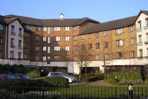 2 bedroom flat - Hanworth Road, Hounslow