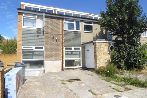 4 bedroom end of terrace house - Moreton Avenue, Isleworth