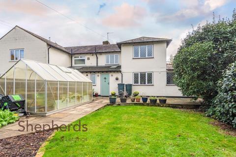 3 bedroom semi-detached house - High Road, Broxbourne, Hertfordshire, EN10