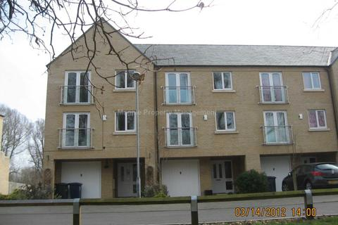 4 bedroom townhouse to rent - Little Paxton