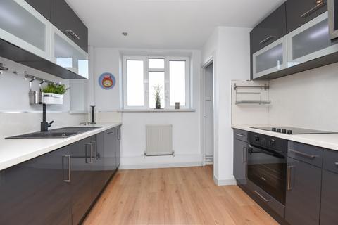 4 bedroom flat to rent - Weir Road Balham SW12