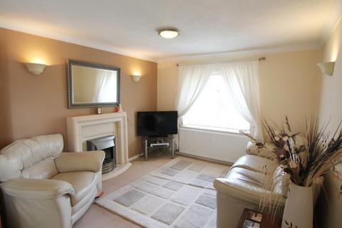 3 bedroom flat for sale - St. Marys Avenue, Stanwell, TW19