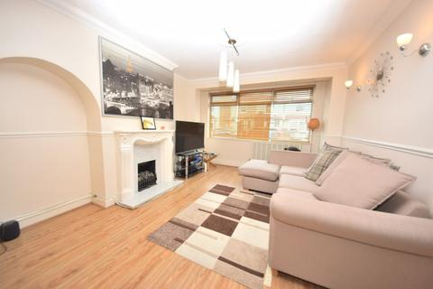 3 bedroom semi-detached house to rent - Cowper Road, Rainham, RM13
