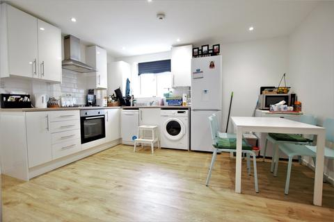 3 bedroom end of terrace house to rent - Silver Hill, College Town, Sandhurst, GU47
