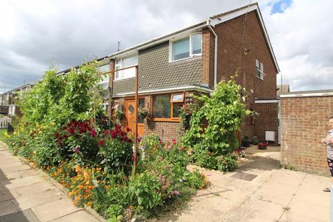 2 bedroom flat for sale - CHAIN FREE FLAT on Ranock Close, Luton