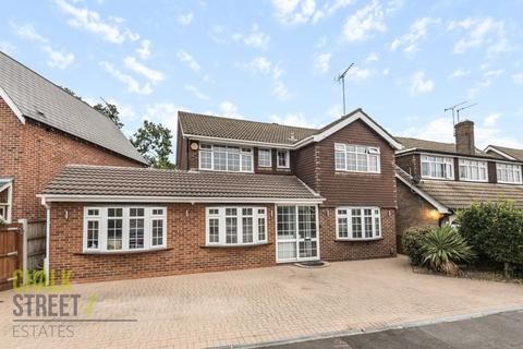 4 bedroom detached house for sale - Thorncroft, Hornchurch, RM11