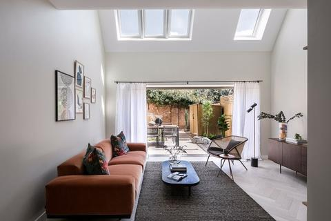 3 bedroom townhouse for sale - Apple Tree Road, Tottenham