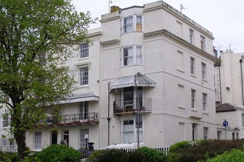 Studio to rent - Russell Square, Brighton, BN1 2EE.
