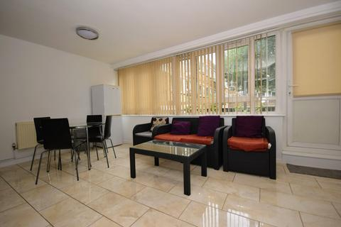4 bedroom maisonette - Jubilee Street, Stepney E1