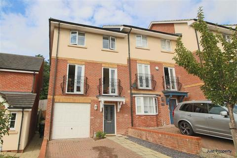 4 bedroom townhouse for sale - Etchingham Drive, St Leonards On Sea