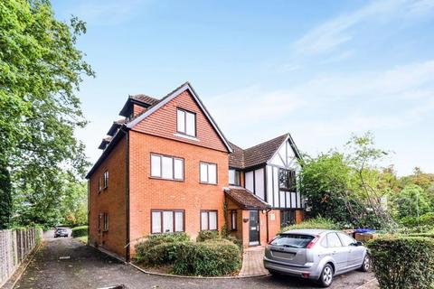 2 bedroom flat - Epsom Road, Sutton