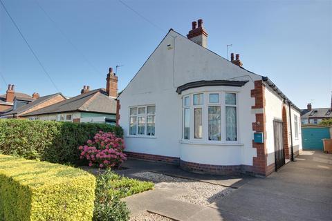 2 bedroom detached bungalow for sale - Golf Links Road, Cottingham