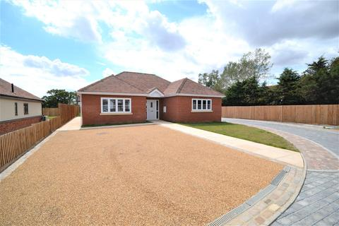 3 bedroom detached bungalow for sale - 3 Charwood Mews, Stoney Hills, Burnham-On-Crouch