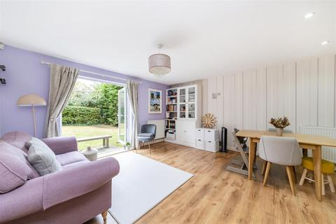 2 bedroom flat for sale - Pendlewood Close, Ealing, W5