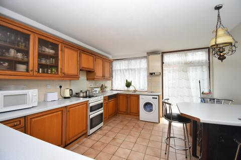 3 bedroom terraced house for sale - Passfield Path London SE28