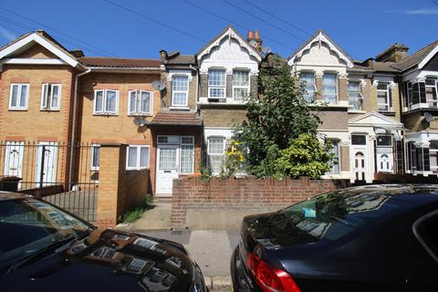 4 bedroom terraced house to rent - Redclyffe Road, London E6