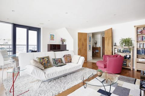 3 bedroom flat to rent - Discovery Dock Apartments East, South Quay Square, London