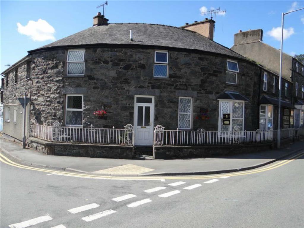 3 Bedrooms Terraced House for sale in Denbigh Street, Llanrwst