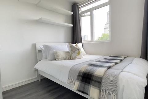 1 bedroom in a flat share to rent - Crowder Street, E1