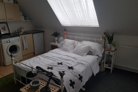 Studio to rent - Chippinghouse Road, Sheffield S7