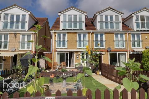 4 bedroom townhouse for sale - Riverdown, March