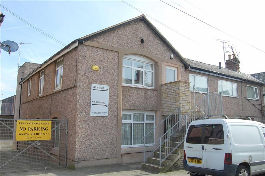 4 Bedrooms Semi Detached House for sale in Jubilee Street, Llandudno, Conwy