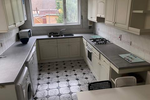 4 bedroom property to rent - Kingsland Avenue, Coventry