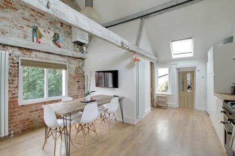 3 bedroom ground floor maisonette - Clifton Road, Worthing BN11 4DY