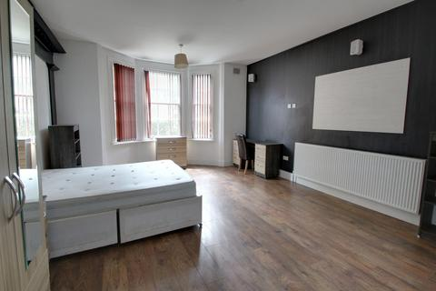 4 bedroom apartment to rent - Westcotes Drive, Leicester