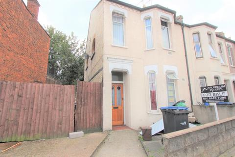 3 bedroom end of terrace house for sale - Lancaster Road, Enfield