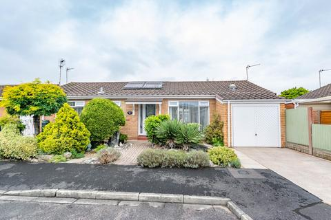 2 bedroom detached bungalow for sale - Southfold Place, Lytham , FY8