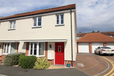 3 bedroom semi-detached house for sale - Mellowes Road, Hornchurch