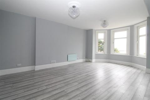2 bedroom apartment to rent - Marine Parade West, Clacton-On-Sea