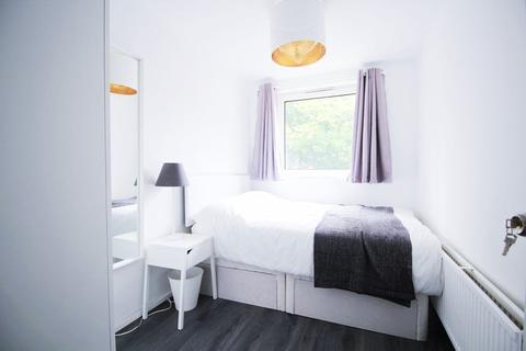 1 bedroom in a flat share to rent - Devonport Street, E1