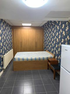 Studio to rent - Whiteleys Parade, Hillingdon