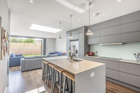 4 bedroom semi-detached house for sale - Hazelbourne Road, Balham
