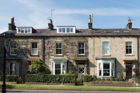 3 bedroom flat - Beech Grove, Harrogate, North Yorkshire, HG2