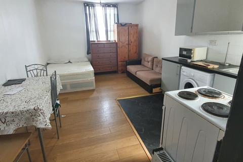 Studio to rent - Borthwick Mews, London, E15