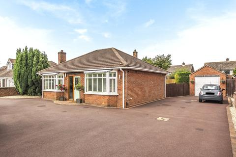 5 bedroom detached bungalow - Grantham Road, Bracebridge Heath, LN4