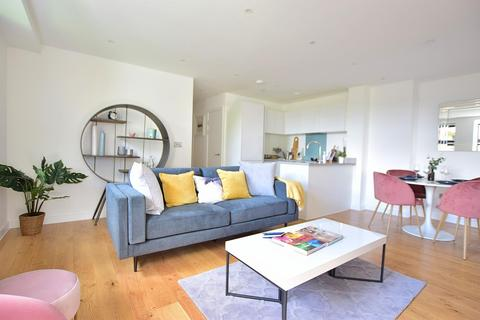 2 bedroom apartment to rent - Dolphin Bridge House, Rockingham Road, Uxbridge, Middlesex UB8 2FE