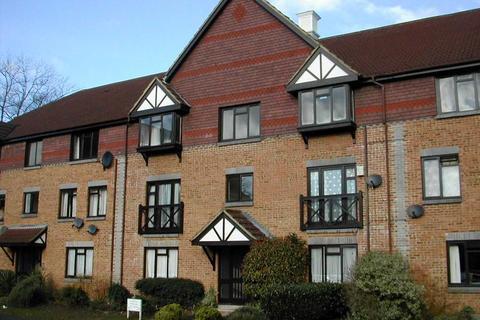 Studio to rent - Dorchester Court, Woking, GU22