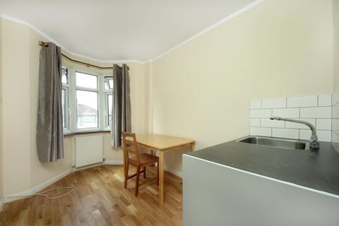 Studio to rent - Greenford Road, UB6