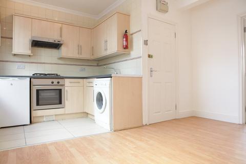 3 bedroom maisonette to rent - Ripple Road, Barking