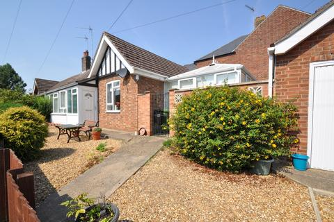 2 bedroom semi-detached bungalow for sale - Cricketfield Lane, Ramsey