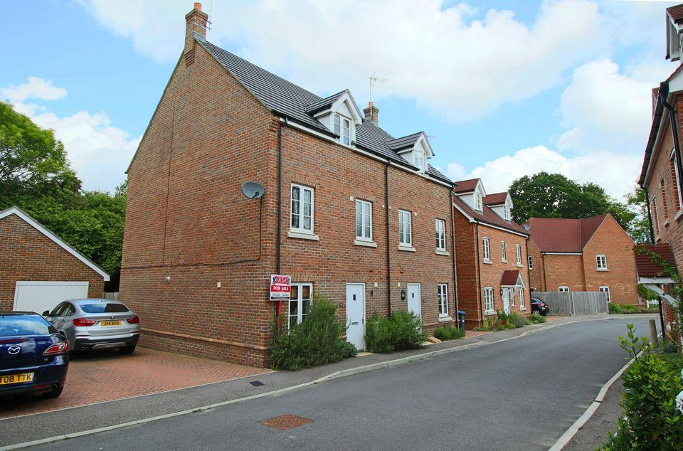 4 Bedrooms Semi Detached House for sale in Reed Close, Hassocks