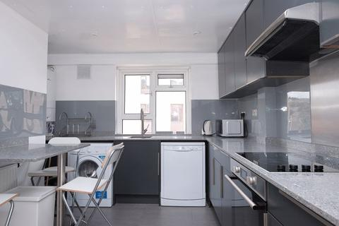 3 bedroom property for sale - Selsfield Drive, Brighton