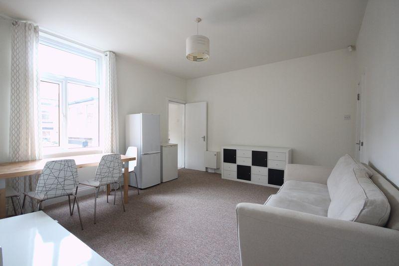 4 Bedrooms Terraced House for rent in Burley Road, Leeds